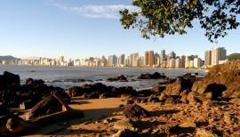 Praias de Balneário Camboriú estão há 10 semanas com os 15 pontos próprios para banho
